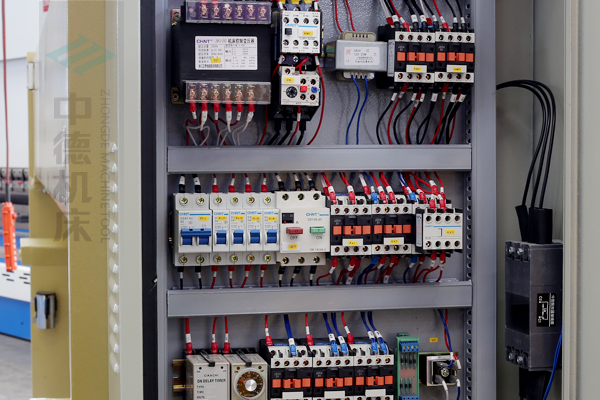 ZDG-832国产优质电气元件,抗干扰寿命长.jpg