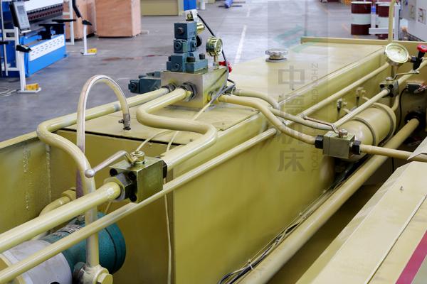 ZDG-632液压系统全金属管套连接,优质在于细节.jpg